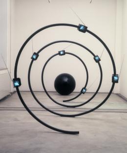 Michael Bielicky, The name, 1990. Videoskulptur, Mini-TV-Sender; © Michael Bielicky