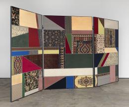 """Nevin Aladağ: """"Paravent, Social Fabric #1"""", 2012. Collage mit Teppichen, 250 × 552 × 4 cm. Foto: Trevor Good, Foto Courtesy: die Künstlerin und Wentrup, Berlin"""