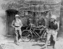 Gustav Sztavjanik und F. J. Davar, Zweiradfahrer, Weltreise 1924–1931