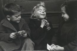 Ruth Orkin, Die Kartenspieler, 1947,  Privatsammlung Wien © Bildrecht, Wien 2021