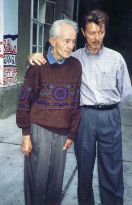 Oswald Tschirtner und David Bowie, 1994 © Haus der Künstler