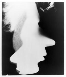 László Moholy-Nagy und Lucia Moholy László und Lucia, um 1922 Gelatinesilberpapier (Fotogramm) 36,5 x 31,7 cm Museum Ludwig, Köln © VG Bild-Kunst, Bonn 2019 Reproduktion: Rheinisches Bildarchiv Köln