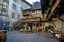 Innenhof der Feldkircher Schattenburg (Bild: Pixabay/ Walter46)