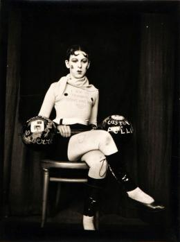 Claude Cahun, Selbstporträt (I am in Training... Don't Kiss Me), ca. 1927, Vintage-Silbergelatineabzug, 11,7 x 8,9 cm, Privatsammlung, © Claude Cahun