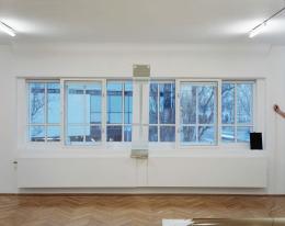 "Sophie Thun, ""looking at the window"", Kabinett, 2020"