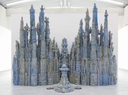 Elmar Trenkwalder, Ohne Titel (WVZ 250), 2012 Glasierter Ton, 114-teilig, 470 x 600 x 350 cm Werkabbildung: © Museum Liaunig / die Künstler