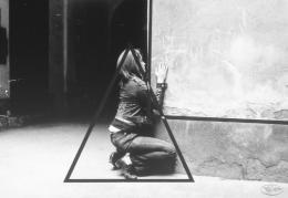 """Valie Export Aus der Serie """"Körperkonfigurationen"""", 1972– 76 """"Geometrische Figuration"""" © Bildrecht, Wien, 2019 / Sammlung Generali Foundation – Dauerleihgabe am Museum der Moderne Salzburg, Foto: Hermann J. Hendrich"""