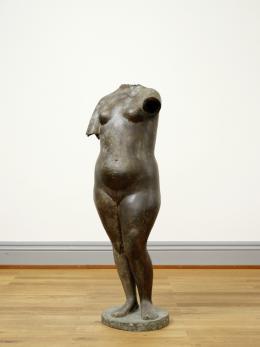 Heinz Schwarz (1920–1994), Weiblicher Torso, 1947, Bronze, 172 x 61 x 40 cm, Kunstmuseum Solothurn