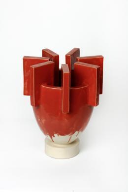 Werner Bünck  Skulpturales Gefäß  Hildesheim/Niedersachsen, 2010  Schamottiertes Steinzeug, geformt, aus Platten geschni tten, montiert, glasiert, transparent  überglasiert  H 39,5 cm, D 31,5 cm  Schenkung des Künstlers, 2012